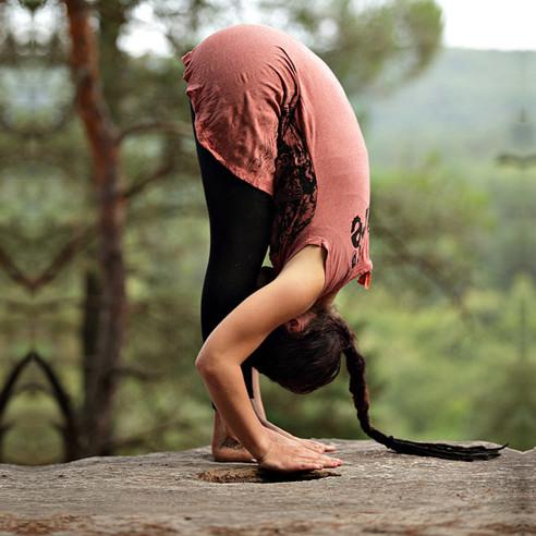 Принцип компенсации в йоге. Примеры компенсирующих асан. Наклоны вперед.